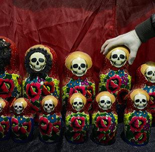 Архивное фото выставки в Музее мировой погребальной культуры в Новосибирске