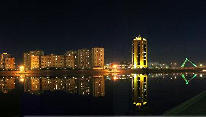 Набережная Астаны ночью, архивное фото