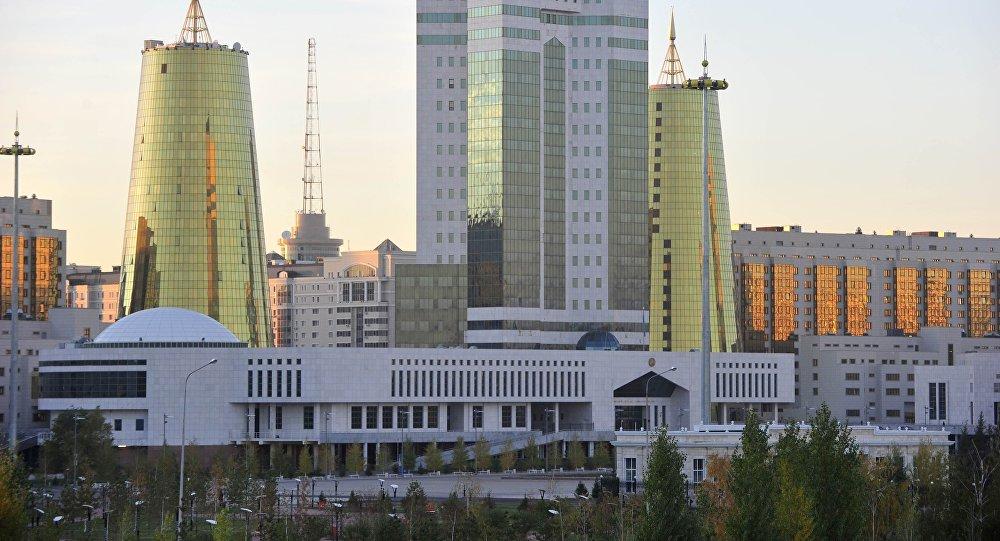 Здание парламента Казахстана в столице Астане, архивное фото