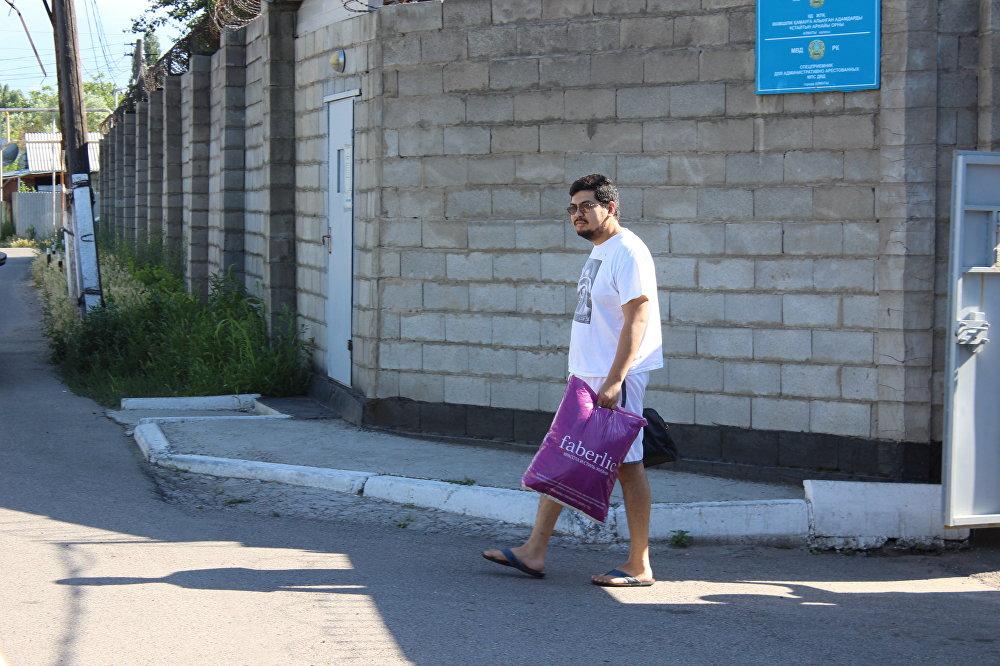 Максат Усенов вышел из спецприемника в свой день рождения