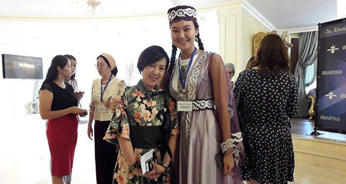 Лиза Кан приехала из Китая