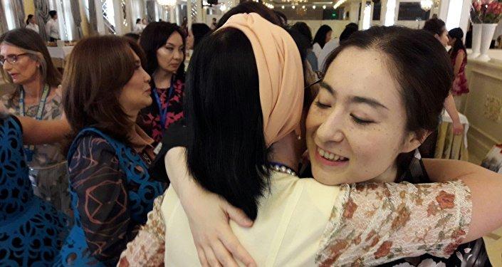 Юрика Уолкер добиралась из Японии в Казахстан 15 часов ради концерта Димаша