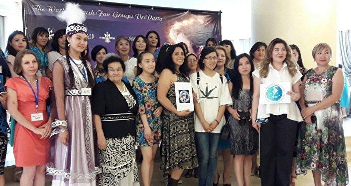 Фан-группа Dimas&Dostar вместе с поклонниками Димаша Кудайбергенова со всего мира