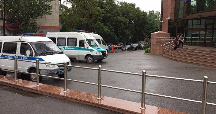 Ограбление Альфа-банка в Алматы, кадры с места событий
