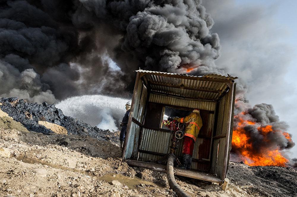 Джихадисты ИГИЛ подожгли нефтяное месторождение во время отступления из района Кайяра