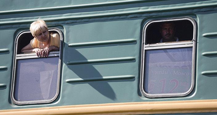 Пассажирский поезд, архивное фото