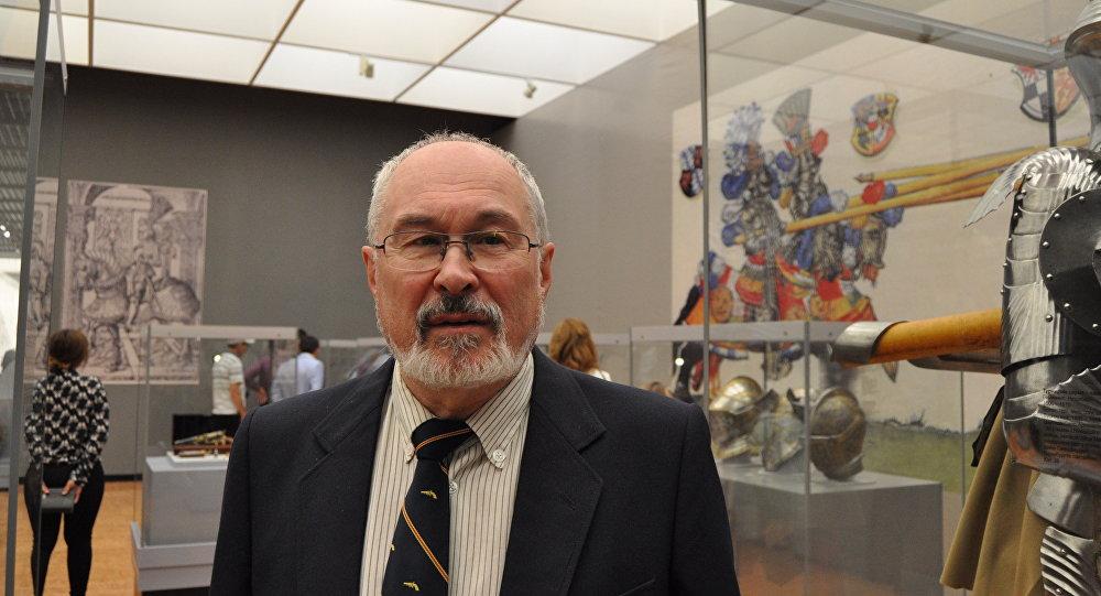 Заведующий кафедрой оружейного искусства государственного Эрмитажа в Санкт-Петербурге Юрий Ефимов
