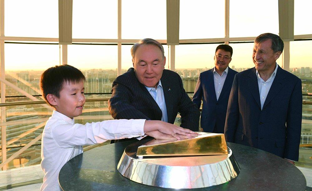 Нурсултан Назарбаев в Байтереке