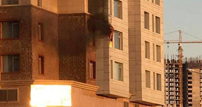 Балкон горит в жилом комплексе Highville в Астане