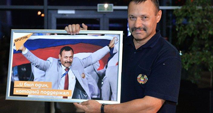 Архивное фото члена белорусской сборной Андрея Фомочкина, вынесшего на открытии Паралимпиады в Рио-де-Жанейро флаг России