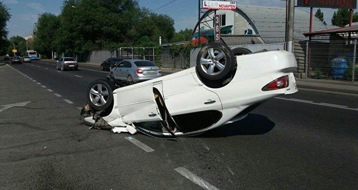 Lexus перевернулся в Алматы
