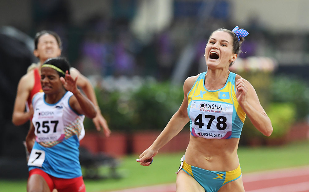 Казахстанская легкоатлетка Виктория Зябкина (справа)