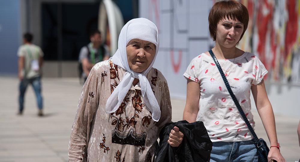 Посетители выставки ЭКСПО