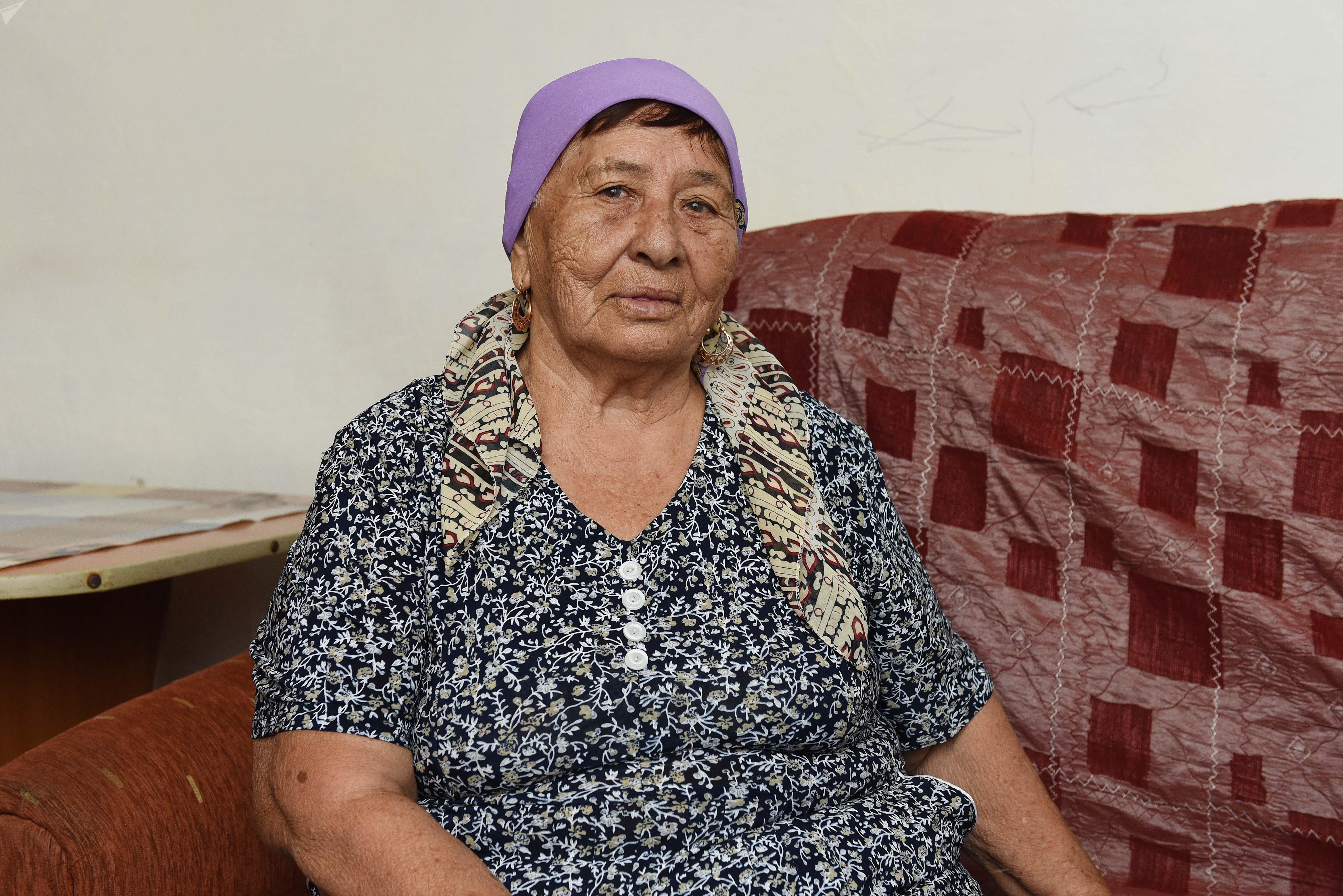 78-летняя Мариям Амраева освоила онлайн-трансляции и отвечает на вопросы подписчиков