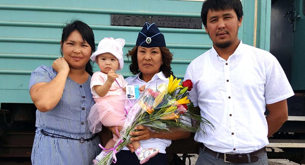 Маленькая Фатима с семьей и А.Рамбаевой