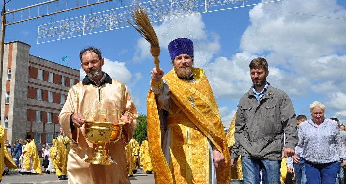 Тысячи верующих прошли в крестном ходе в честь 265-летия Петропавловска