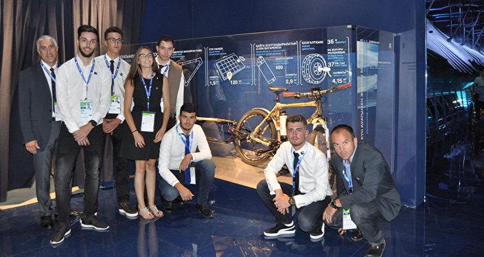 Студенты-разработчики бамбукового велосипеда