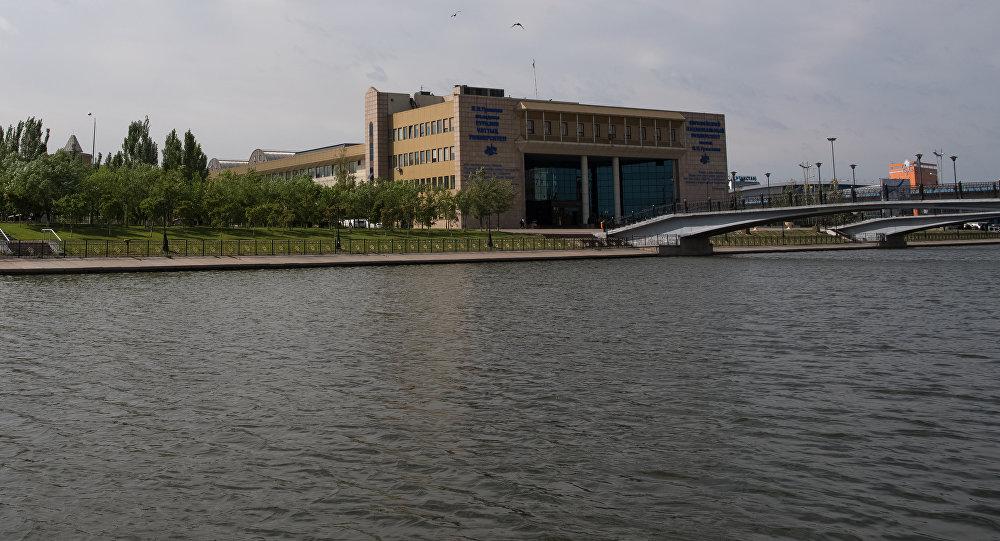 Евразийский университет имени Льва Гумилева на реке Акбулак в Астане