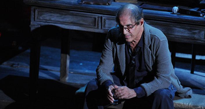 Адриано Челентано во время выступления, архивное фото 2012 года