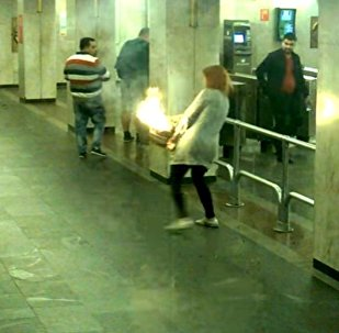Рюкзак вспыхнул у девушки в руках в минском метро