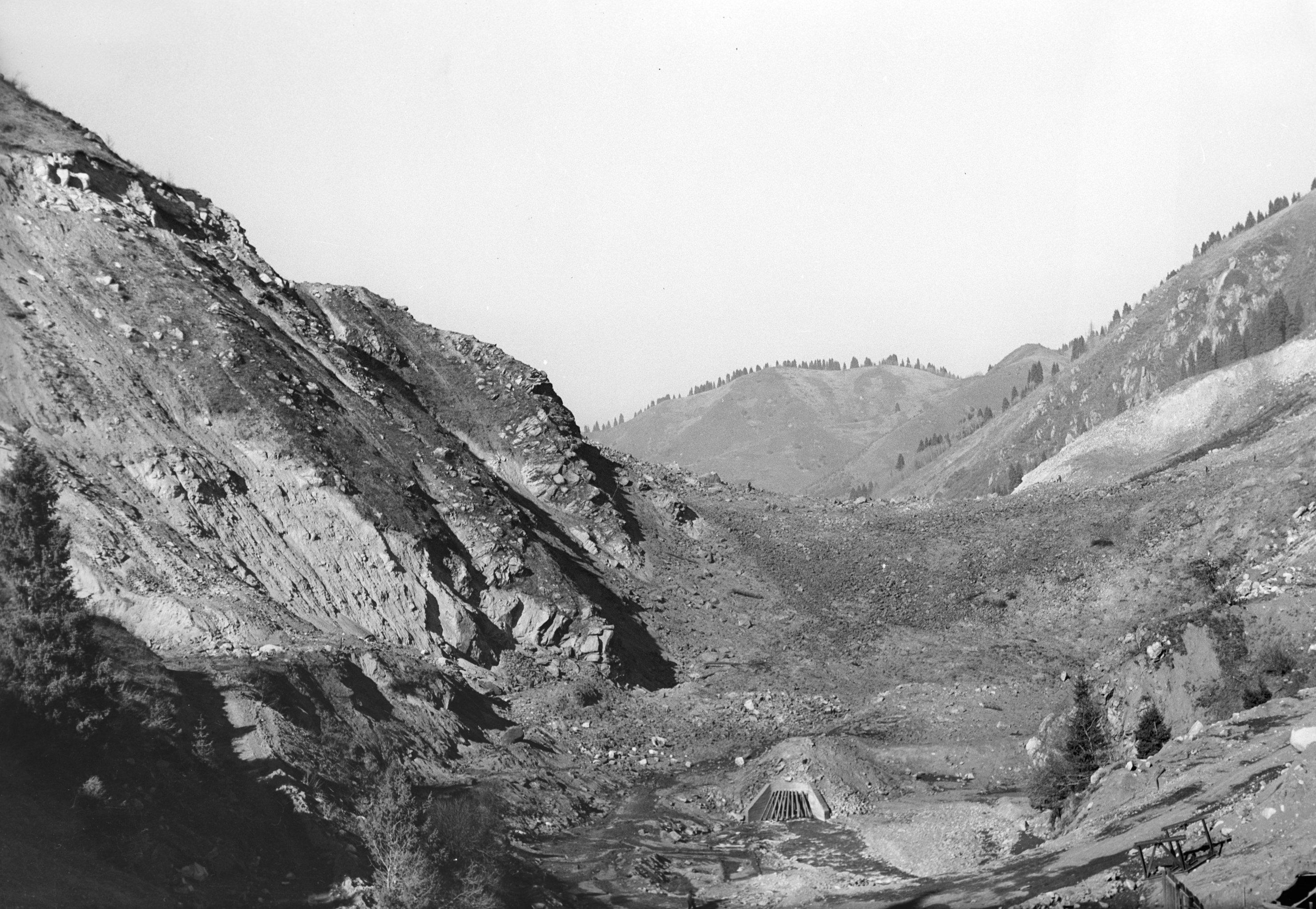 Урочище Медео после взрыва, произведенного для создания противоселевой плотины, 1966 год