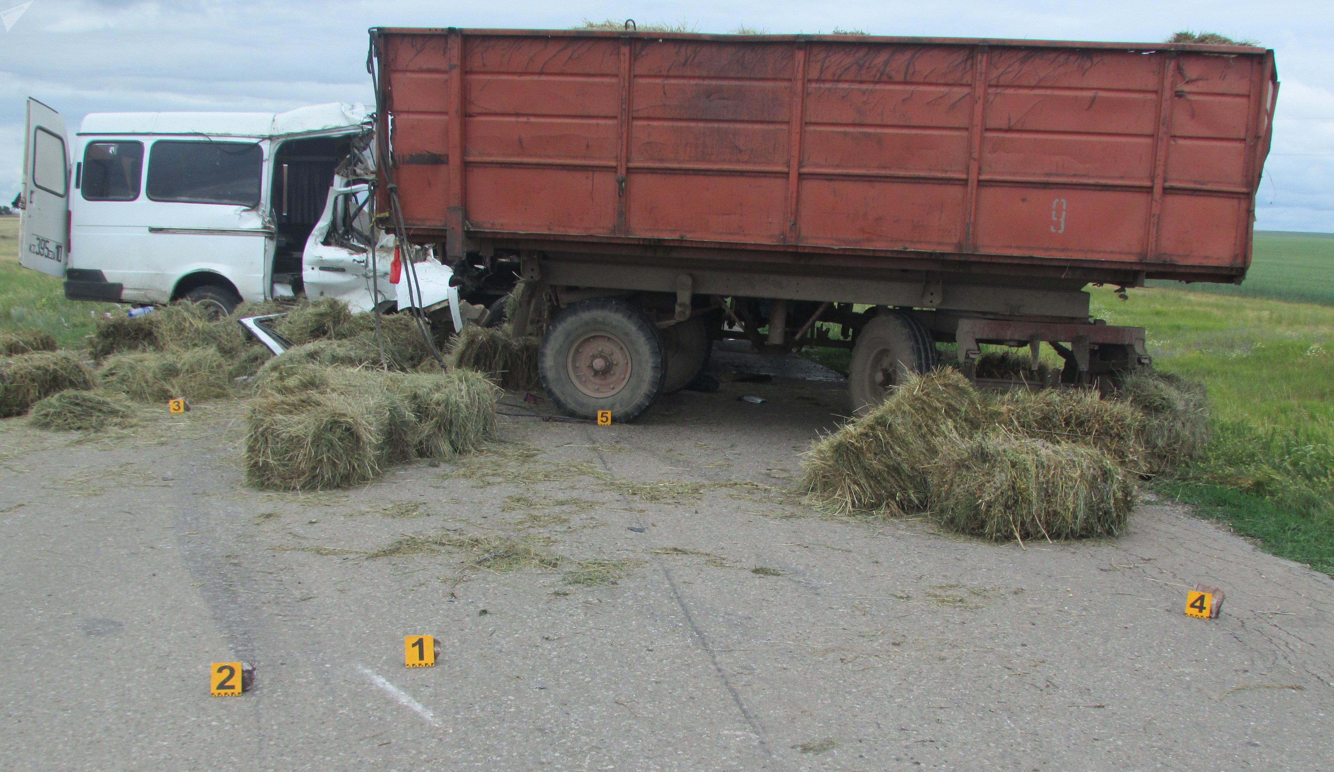 ГАЗель столкнулась с трактором в Акмолинской области