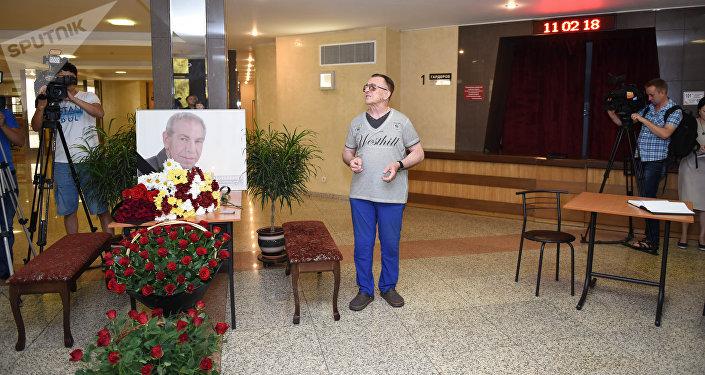 В Алматы прощаются с Владимиром Толоконниковым