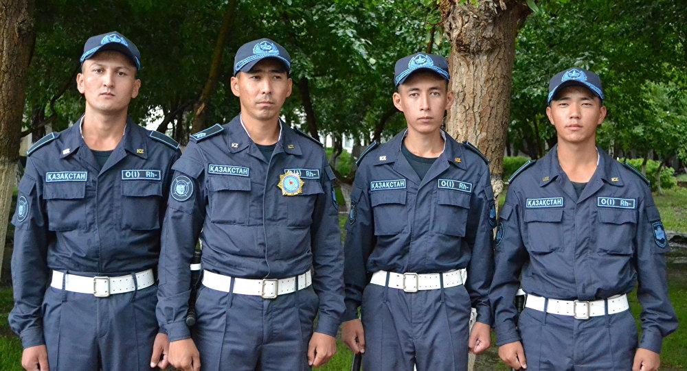 Военнослужащие Национальной гвардии РК рядовые Гайнешов, Турганбек и Жаксыгалиев