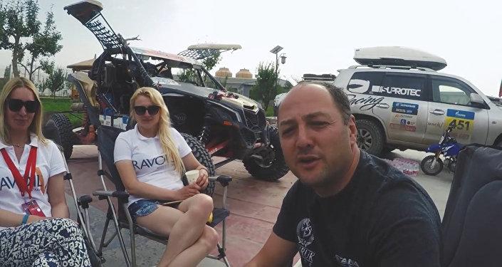 Ардавичус шутил с экипажем блондинок на ралли Шелковый путь
