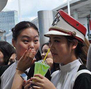 Поклонницы корейского актера Со Кан Джуна на встрече в Астане