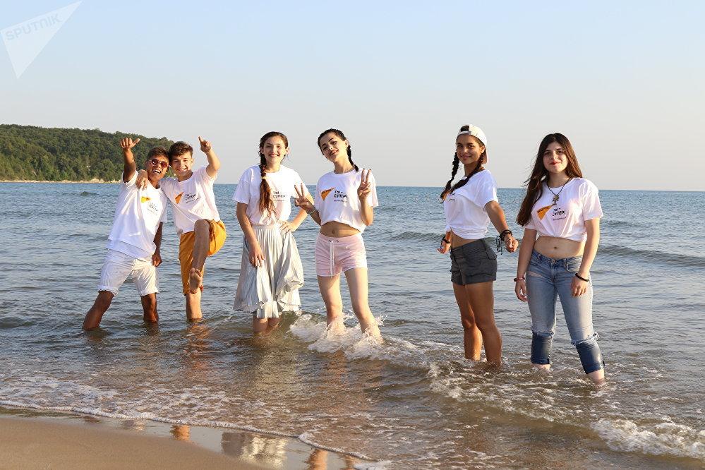 Участники конкурса Ты супер! отдохнули на берегу Черного моря