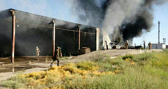 Тушение пожара на складе в Туркестане