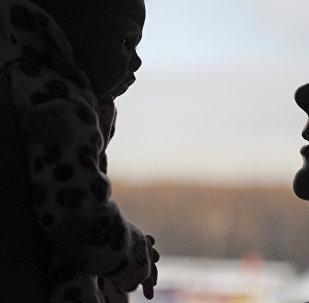 Женщина бросила ребенка на пол в Алматинской области