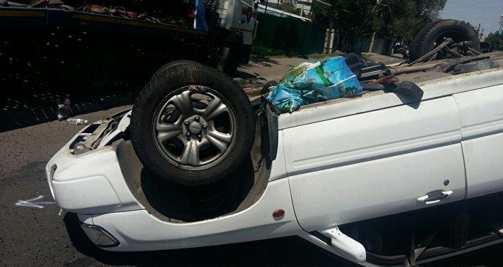 Автомобиль перевернулся
