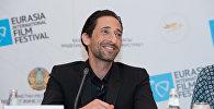 Эдриен Броуди на пресс-конференции в Астане
