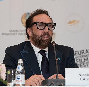 Николас Кейдж на пресс-конференции в Астане