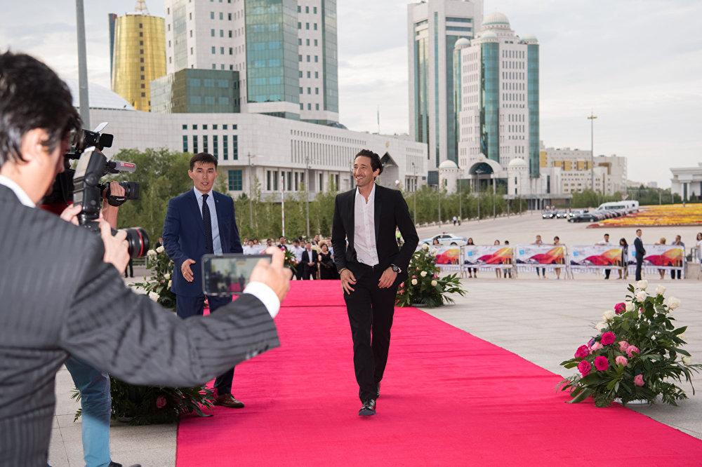 Эдриен Броуди на кинофестивале Евразия