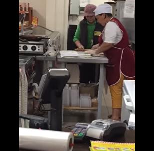 Покупатели жалуются на антисанитарию в супермаркете