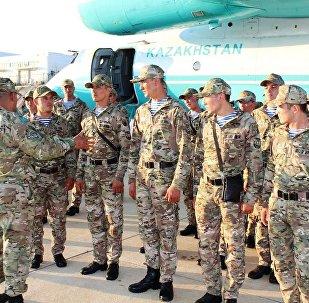 әскери қызметшілер