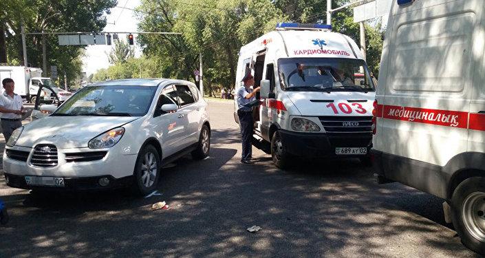 Автомобиль сбил несколько пешеходов в Алматы