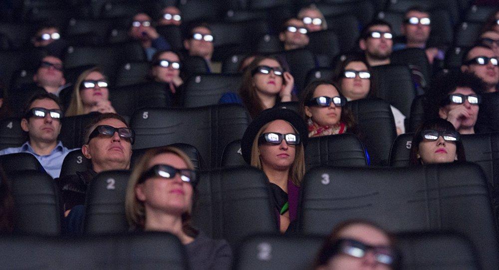 Зрители в зале кинотеатра