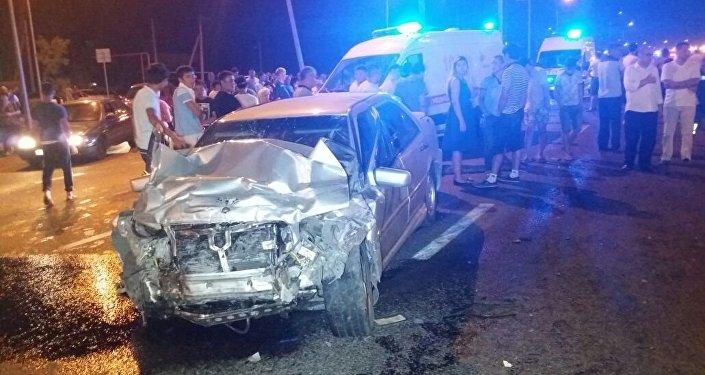Mercedes и Toyota столкнулись на пересечении улиц Рыскулова и Шарипова