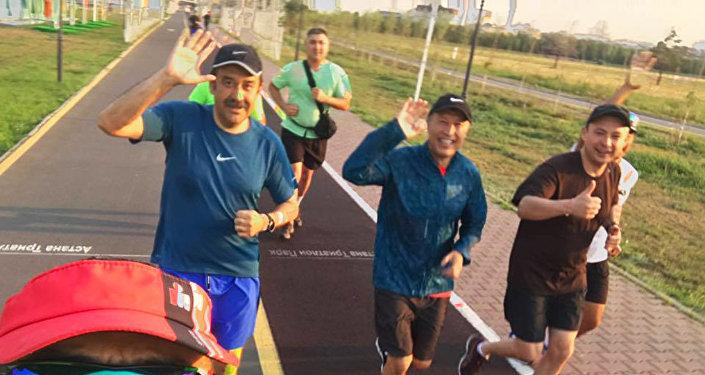 Карим Масимов и Адильбек Джаксыбеков на пробежке