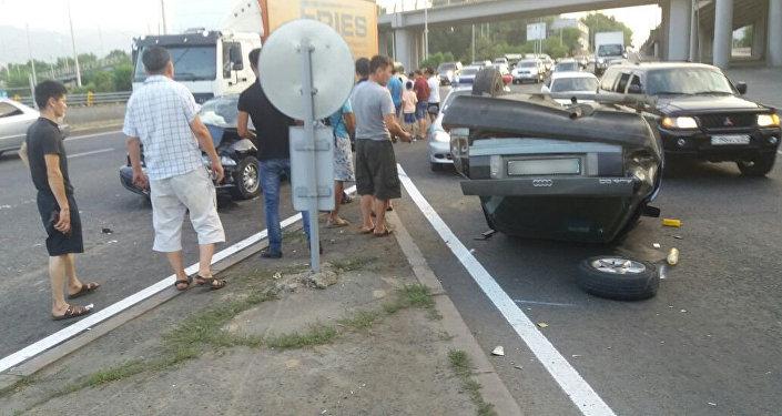 ДТП с перевертышем на Рыскулова-Кудерина