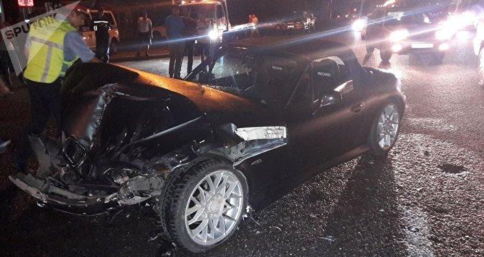 Машина скорой помощи перевернулась на Рыскулова - Емцова после столкновения с BMW