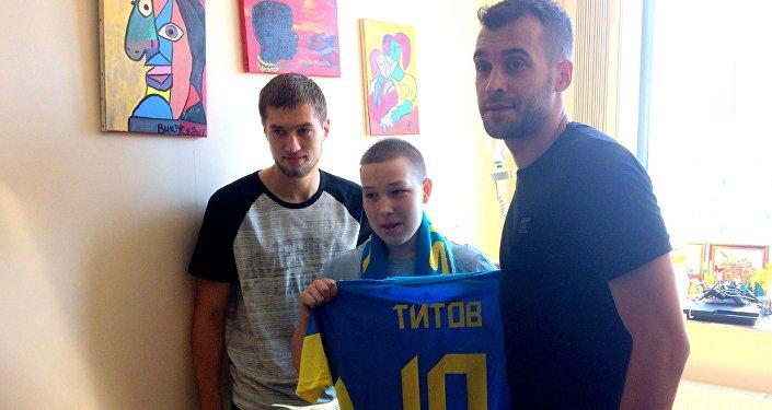 Футболисты Астаны навестили тяжелобольного 14-летнего фаната