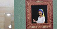 Жапониялық музей келушілері картина кейіпкерлеріне киінеді