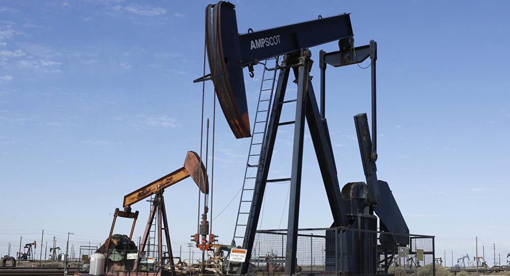 Добыча нефти, архивное фото