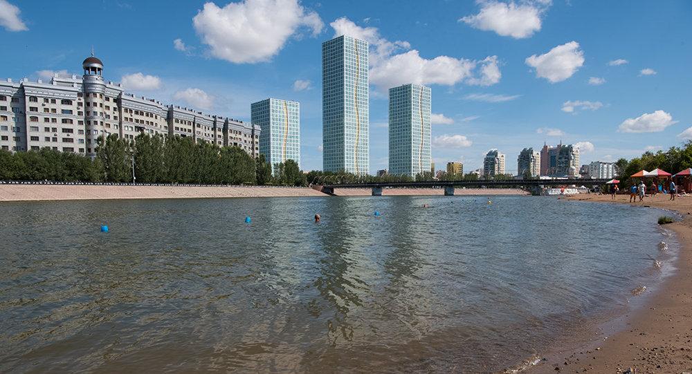 Река Ишим в городском парке Астаны, архивное фото