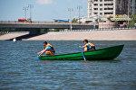 Спасатели на реке Ишим в городском парке Астаны, архивное фото